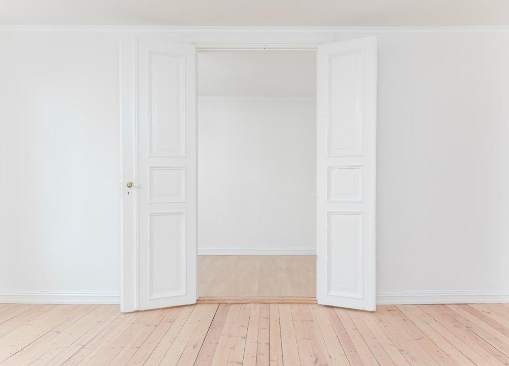 Parquet au sol, blanc au mur