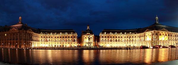 Ville de Bordeaux, miroir d'eau, de nuit