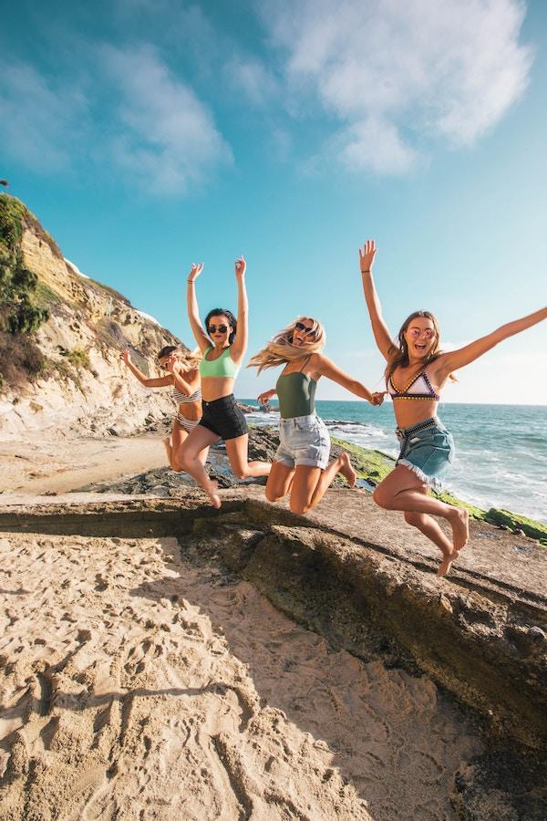 Groupe d'amies sur la plage