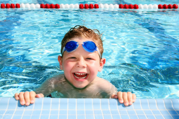 La piscine, une activité extra-scolaire intéressante pour votre enfant