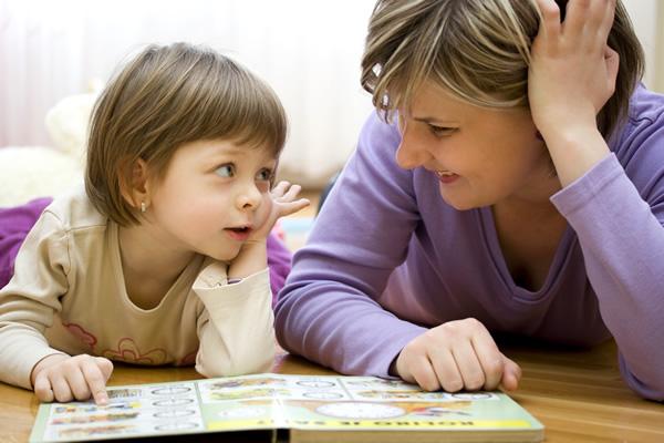 Faire la lecture à un enfant