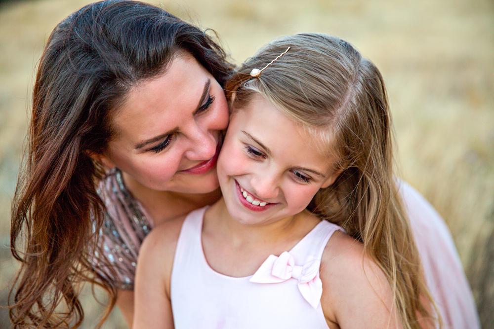 Une maman complimente sa fille