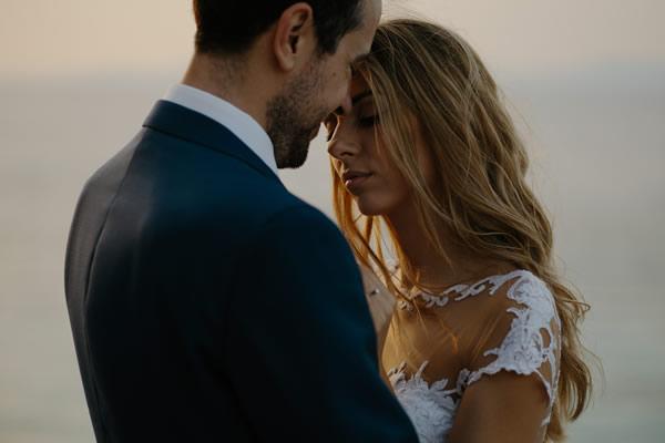 Jeune couple mariés