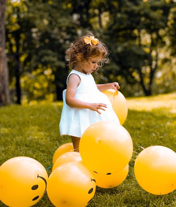 Petite fille et ballons smile
