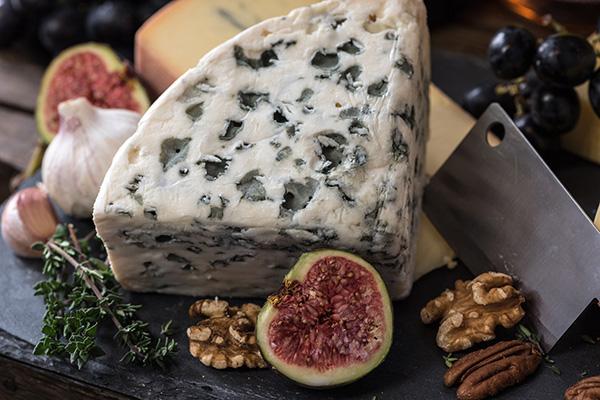 le vin blanc se marie avec le fromage comme le roquefort